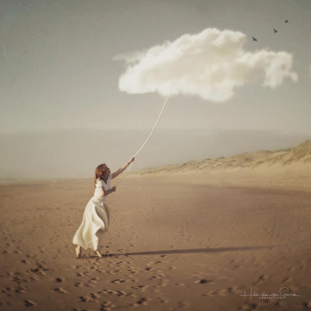 hope what does hoop mean hilde van der sterren portretten strand wolk conceptueel zelfportret